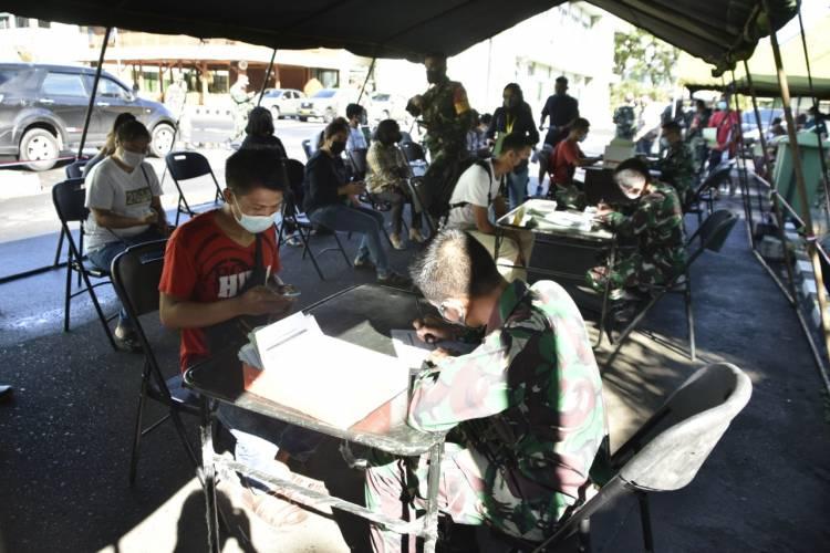 Serentak di Tiga Wilayah, Kodam XIII/Mdk Gelar Serbuan Vaksinasi Nasional TNI-POLRI
