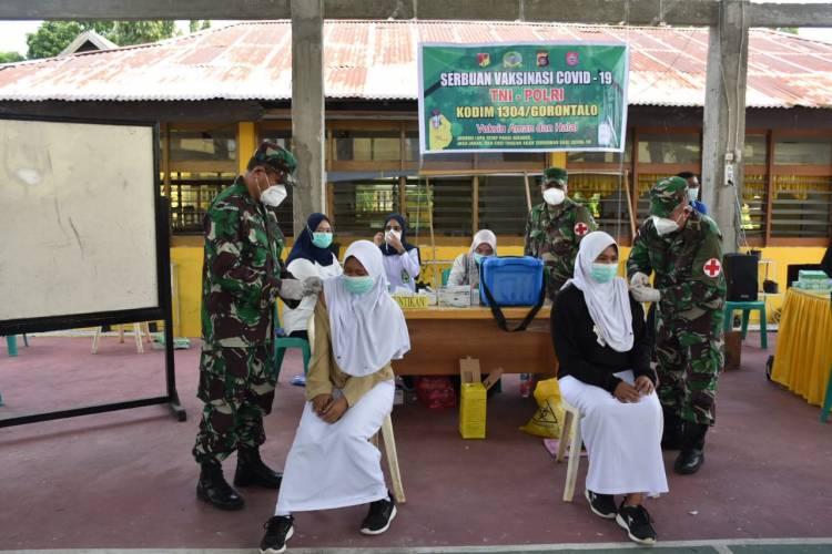 Kodim 1304/Gorontalo Gelar Serbuan Vaksinasi TNI-POLRI di Bone bolango