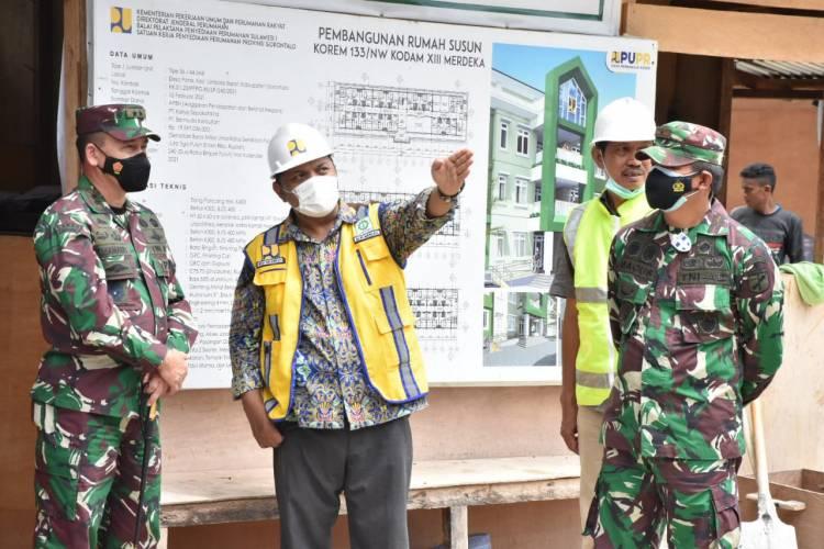 Danrem 133/NW Dampingi Pangdam XIII/Mdk Tinjau Pembangunan Rusun TNI AD