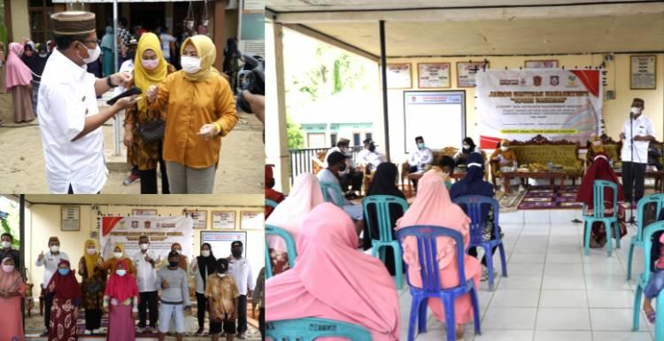 Wabup Thariq Serahkan Bantuan Sosial di Komunitas Adat Terpencil