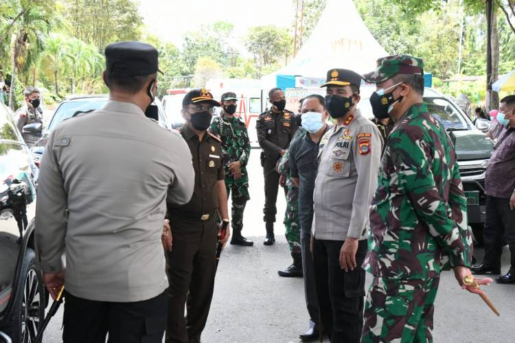 Danrem 133/NW dan Forkopimda Tinjau Pelayananan Gerai Vaksin Kabupaten Gorontalo