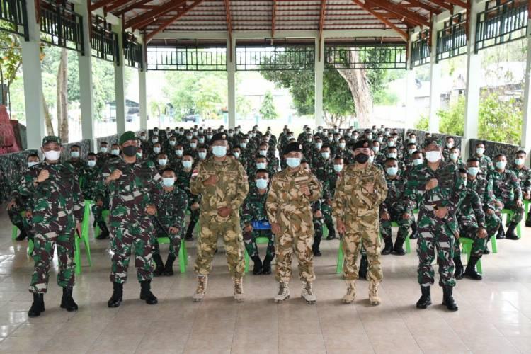 Danrem 133/NW Resmi Menutup Mobile Training Team Satgas Stanbay Forces UNFCRS Batalayon Infanteri 713/ST